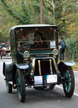1902_Panhard_&_Levassor_Open_Two-seater.jpg (36348 bytes)