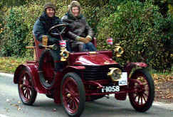 1904_Wolseley_Two-seater.jpg (47966 bytes)
