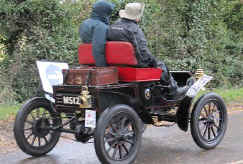 1904_Oldsmobile_5HP_Curved-dash_Runabout.jpg (43674 bytes)